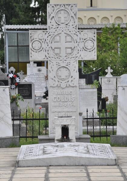 Mormintele lui V. Goldiş, Şt. Cicio Pop, Iustin Marşeu, P. Pipoş şi Moise Rişcuţia
