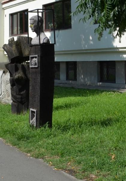 """Ansamblul monumental din parcul Liceului """"Sabin Drăgoi"""""""