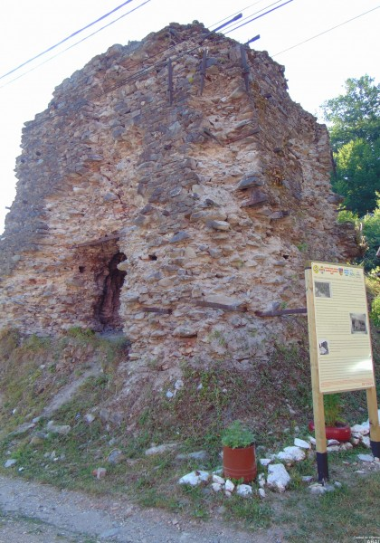 Die Ruinen des Schmelzofens