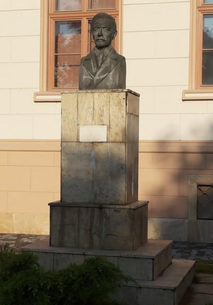 The statue of Ioan Slavici